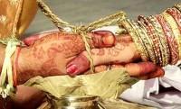 স্ত্রীকে প্রেমিকের হাতে তুলে দিলেন স্বামী