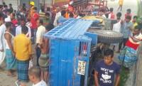 নোয়াখালীতে পিকআপ উল্টে ৪ শ্রমিক নিহত